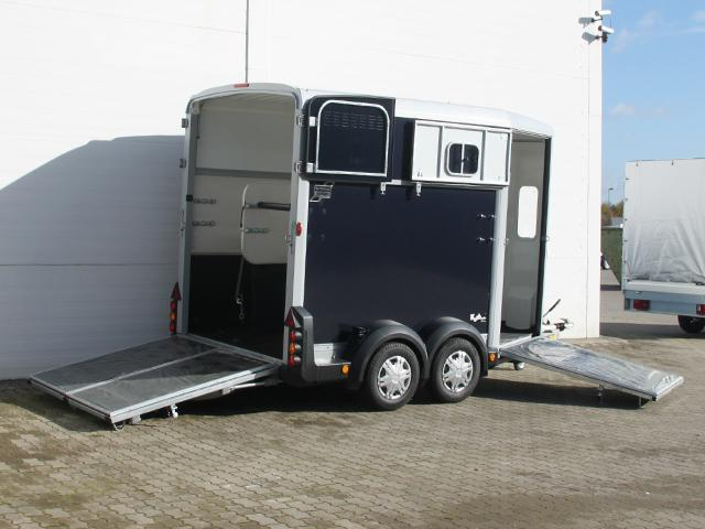 Ifor Williams HB511 mit Heckklappen/Türkombination