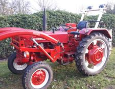 McCormick D-326 mit Frontlader