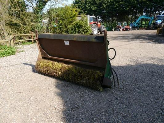 Suton Bucket Brush Sweeper